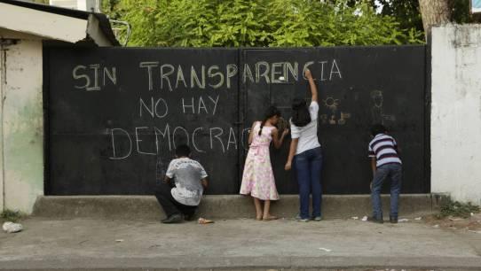 Mural para la promoción de la transparencia en una escuela pública de La Ceiba (Honduras). David Puig